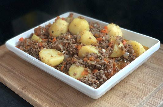 Carne moída com batatas